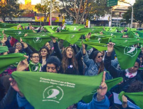 La marea verde del #8A: mujeres en todo el mundo marchan por la legalización del aborto en Argentina